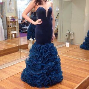 Size 2 Jovani Velvet Mermaid Gown - Teal